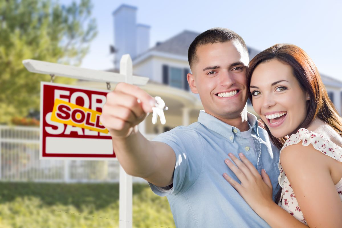 couple buying house for sale